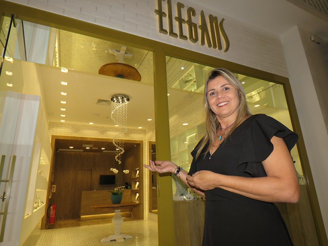 Recentemente, Ana abriu a loja Elegans no piso L2 do Ilha Plaza Shopping